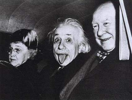 Einstein dil çıkarma fotoğrafın orjinali
